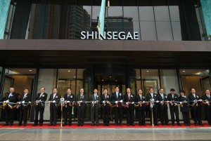 Companies Asia Shinsegae vs Lotte Korea Retail Industry Centum City Opening